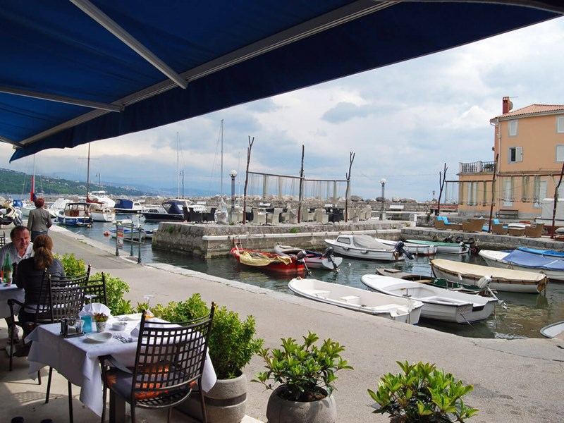 Restaurant in Volosko harbour