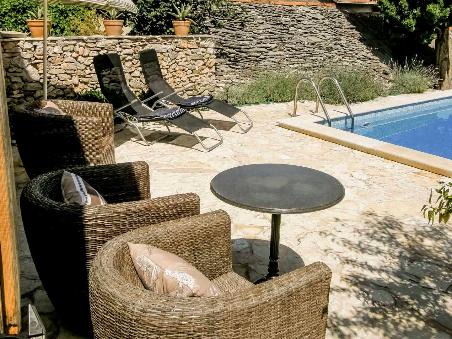 Swimming pool seating