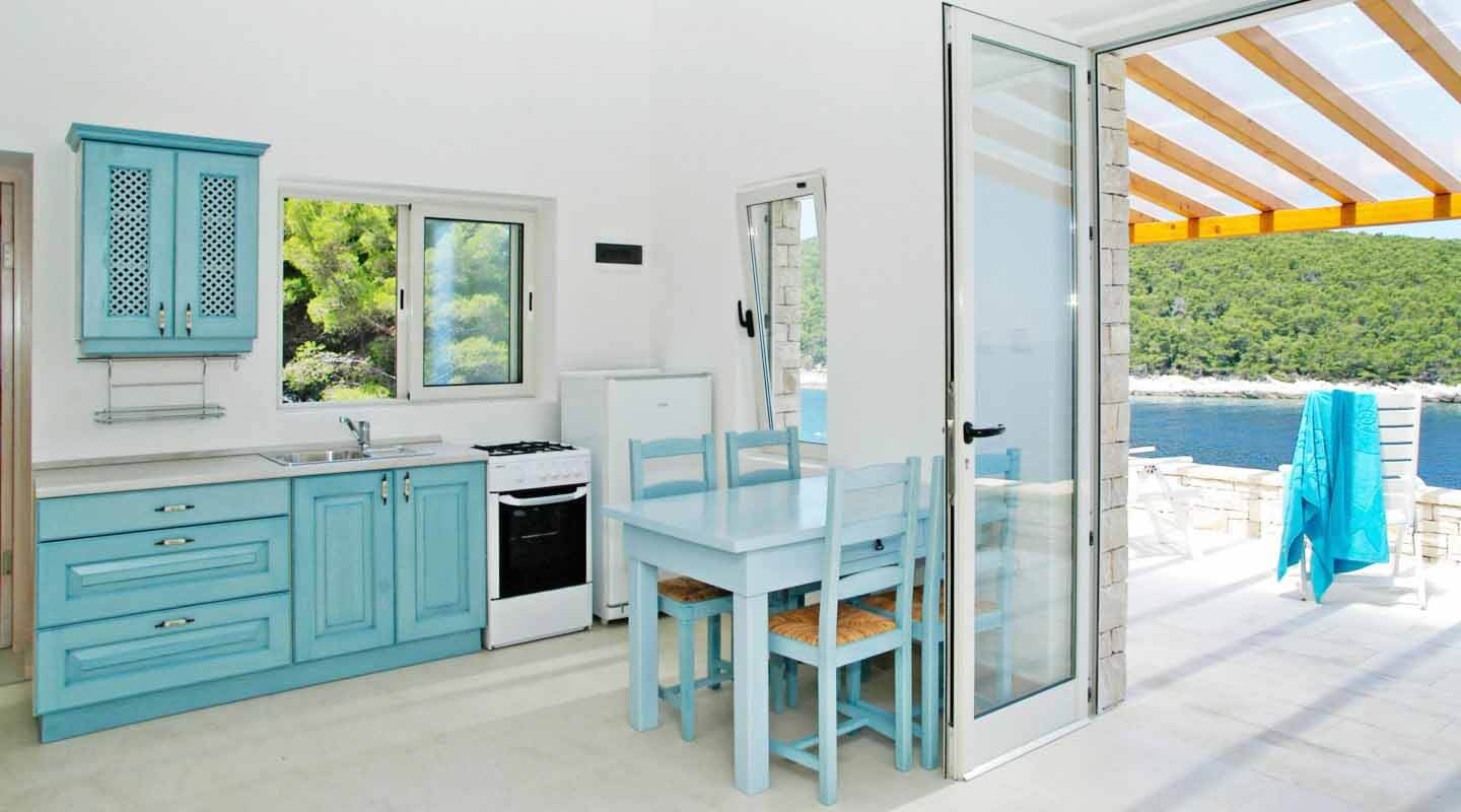 Kitchen with sea view and terrrace access