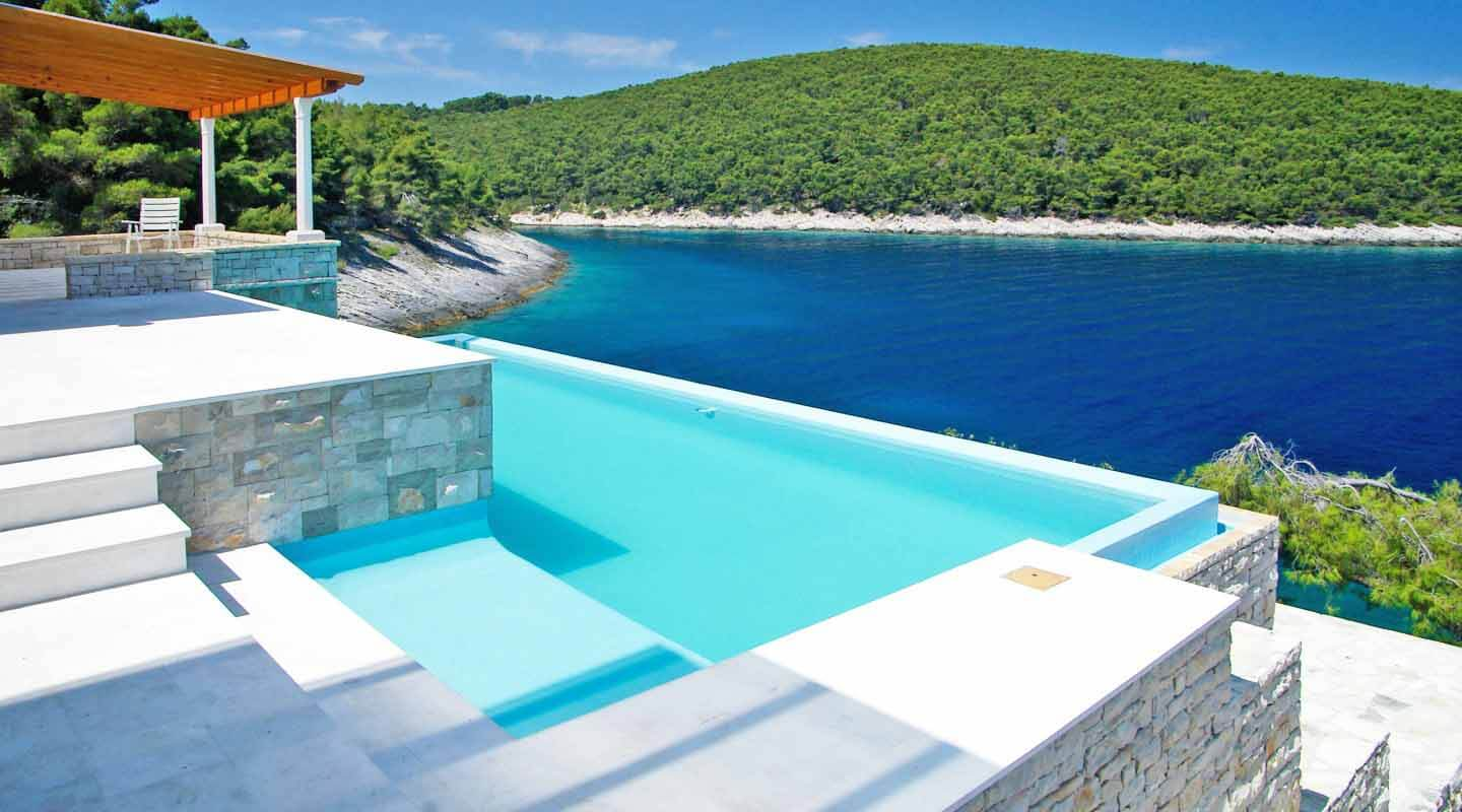 Stunning seafront infinity pool with panoramic sea view