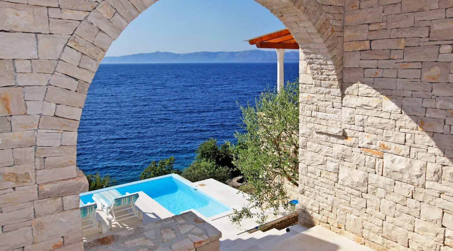 View of the pool and sea from the arched entrance