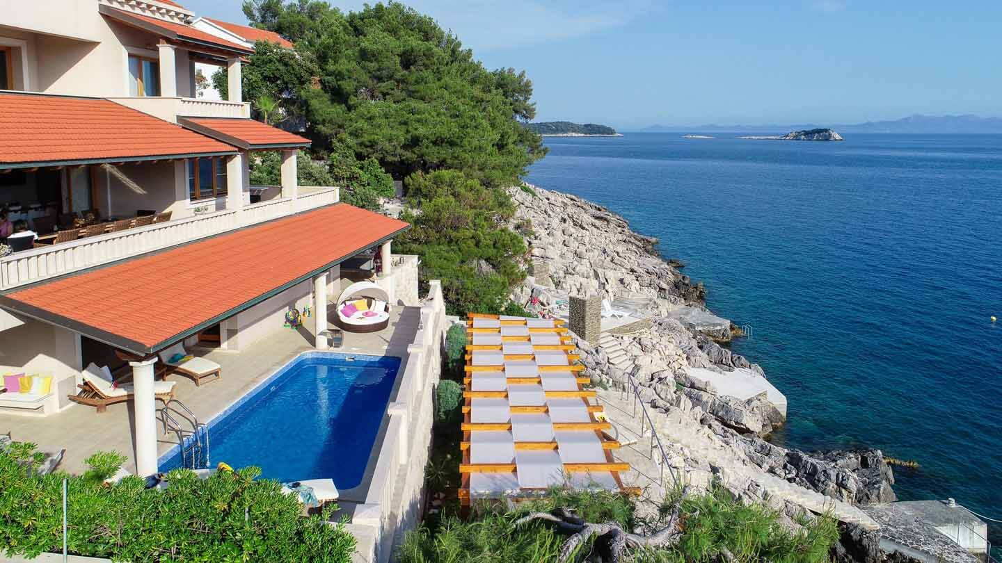 Beachfront villa with private access and mooring