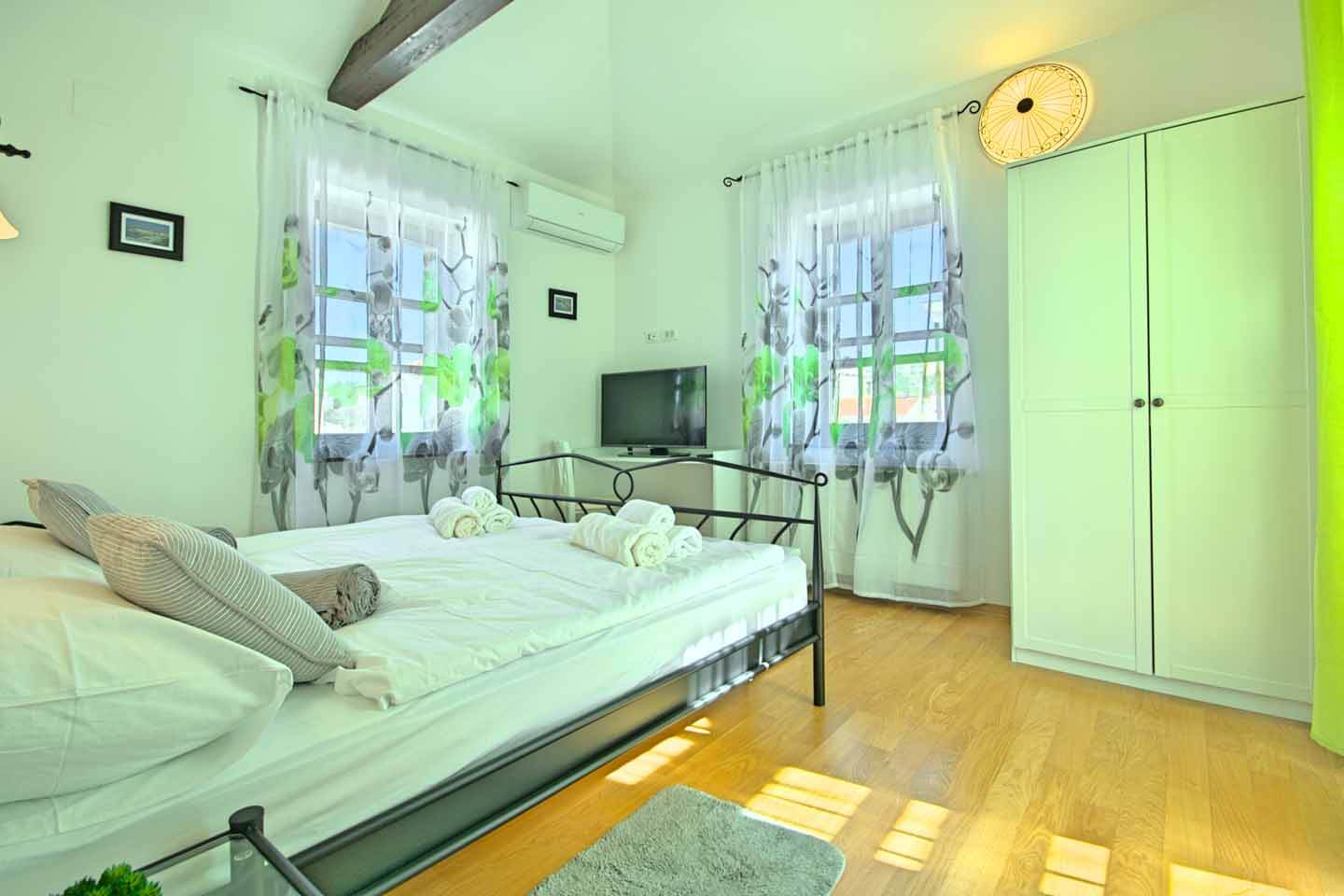 Spacious double bedroom 1