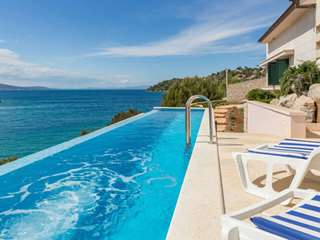 Luxury Villa Bay of Brac